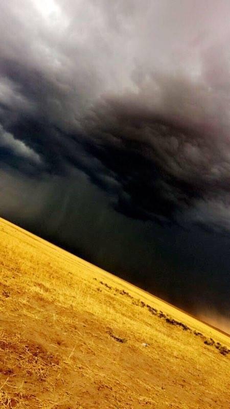 Bölgede Yağmur ile Birlikte Bulutlardaki Manzara