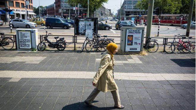 Türkiye'de malvarlığı olan göçmenlerin sosyal yardım almasını engellemeyi planlıyor