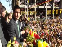 Gözler Diyarbakır'daki Nevruz töreninde