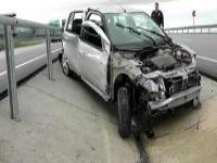 Kulu'da Otomobil Bariyerlere Çarptı: 1 Yaralı