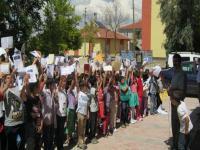 Yeniceoba Mehmet Zeki Kart İlkokulu öğrencilerinin bir yetim kardeşi var
