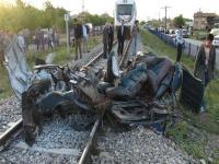 Konya'da hızlı tren otomobili biçti: 2 ölü