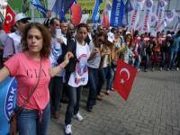 Öğretmenler greve gitti, halaylarla protesto yaptı