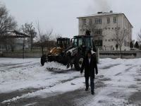 Cihanbeyli'de Okullarda Kar Temizliği