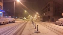 Yeniceoba'da Kar Yağışı Devam Ediyor