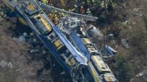Almanya'da iki yolcu treni çarpıştı: 10 ölü