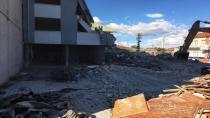 Yeniceoba'da Eski Kasapların Bulunduğu Bina Yıkıldı