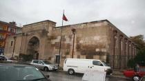 Konya'da 763 yıllık tarihi medrese 'kanser' oldu