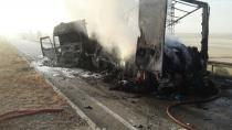 Kulu'da seyir halindeki tır yanmaya başladı